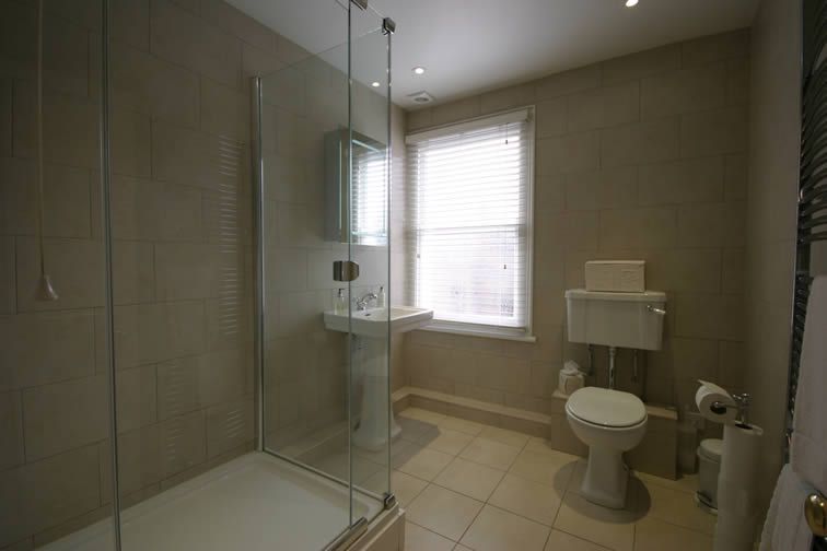 The Kent Bathroom | Duke House | City Centre Boutique Bed and Breakfast | Duke House, Cambridge, UK
