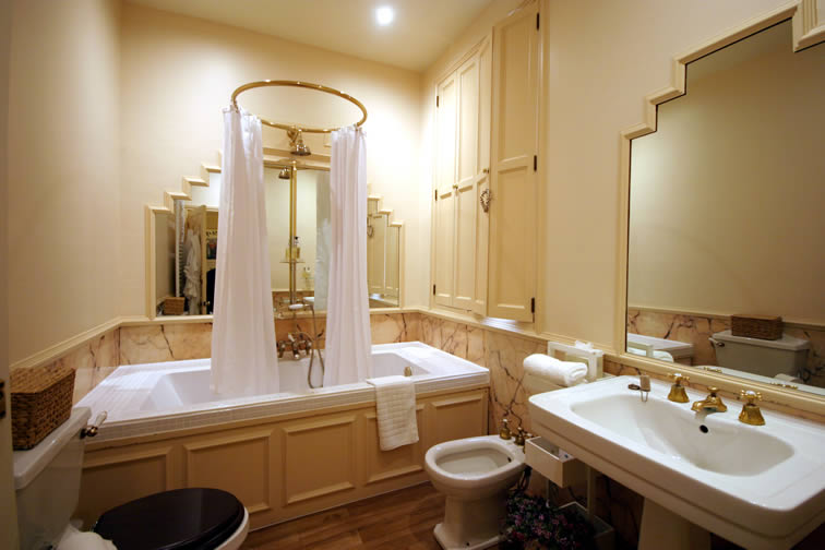 The Cambridge Bathroom | Duke House | City Centre Boutique Bed and Breakfast | Duke House, Cambridge, UK